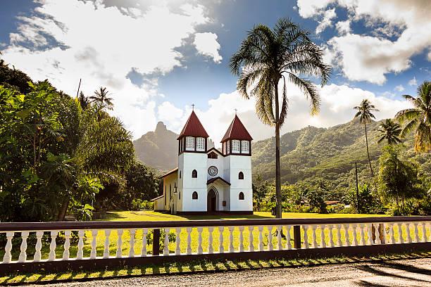 Haapati Iglesia católica de la isla Moorea, Polinesia Francesa - foto de stock