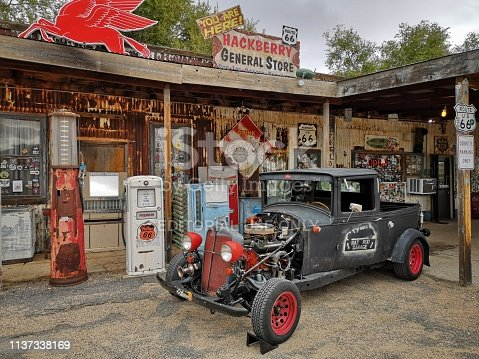 16 october 2018, arizona, USA: A classic car and motorbikes parked outside the antique Hackberry General Store recalls the atmosphere of the 1950s on historic Route 66.