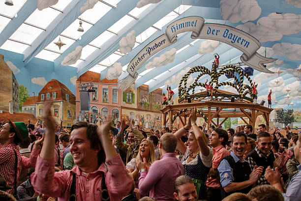 hacker entertainment tonight emmy party beim oktoberfest in münchen, deutschland, 2015 - theresienwiese stock-fotos und bilder