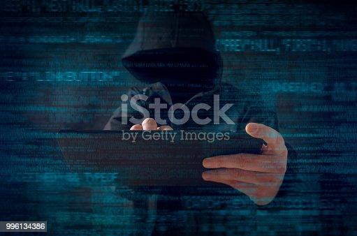 istock Hacker 996134386