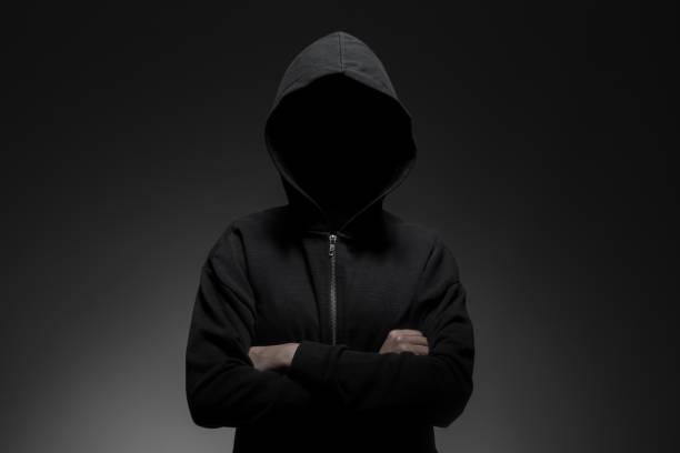 hacker de pé sozinho - capuz - fotografias e filmes do acervo
