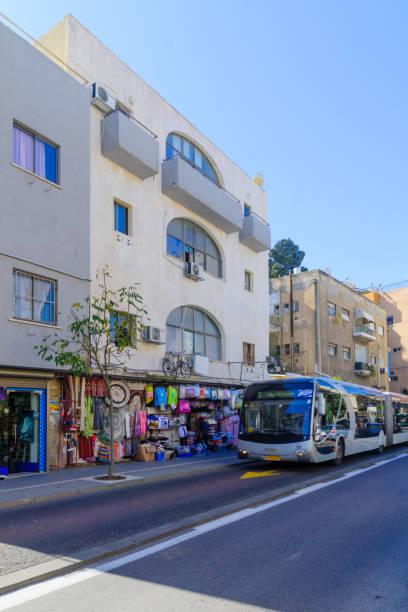 hadar hacarmel bezirk in haifa - bussystem haus stock-fotos und bilder