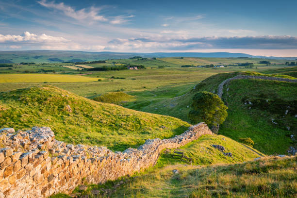 Hadrian's Wall above Steel Rigg Hadrian's Wall is a World Heritage Site in the beautiful Northumberland National Park. Popular with walkers along the Hadrian's Wall Path and Pennine Way northeastern england stock pictures, royalty-free photos & images