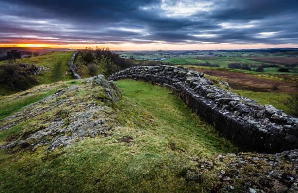 hadrianswall, von northumberland - hadrian's wall stock-fotos und bilder
