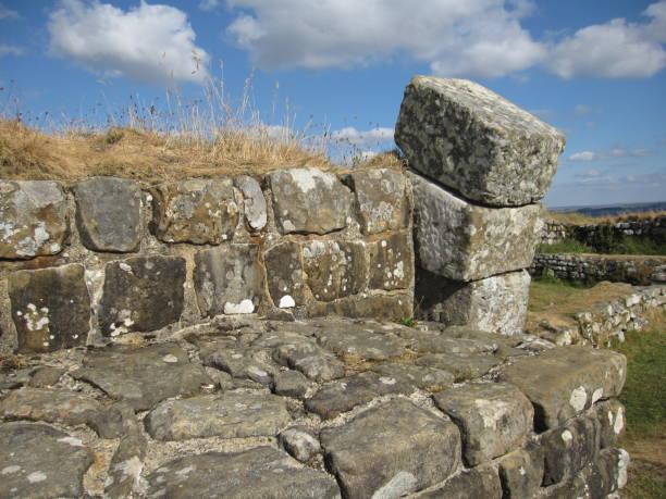 hadrian's wall - hadrian's wall stock-fotos und bilder