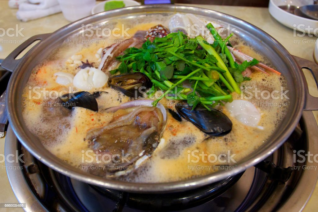 Haemultang or spicy seafood stew is one of Korea's most famous traditional foods , with different types of seafood  shrimp, squid, clams, octopus, fish, oysters ,bean sprouts , vegetables . foto stock royalty-free