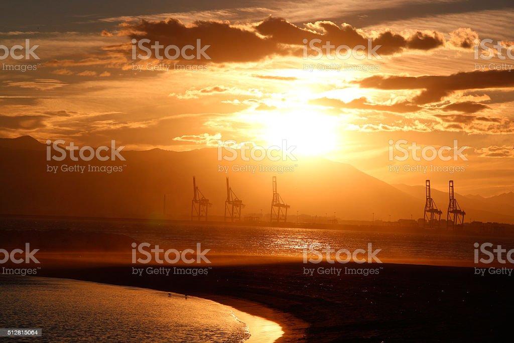 Hafenkräne bei Sonnenuntergang stock photo
