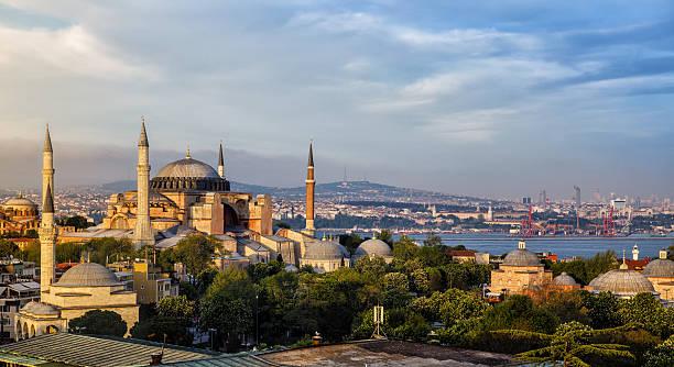 собор святой софии в стамбуле, турция  - стамбул стоковые фото и изображения