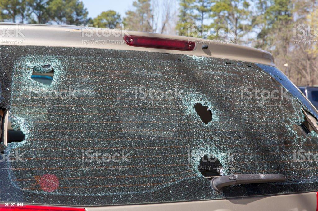 Hagelschade of verwoeste gebroken rug auto glas foto