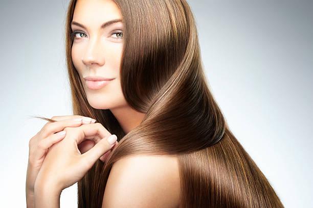 salon de beauté et de coiffure - cheveux lisses photos et images de collection