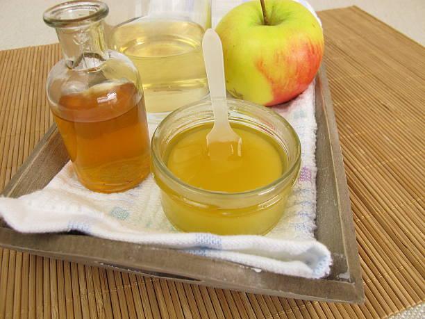Hair conditioner with apple cider vinegar and honey Hair conditioner with apple cider vinegar and honey - Haarspülung mit Apfelessig und Honig vinegar stock pictures, royalty-free photos & images