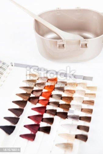 istock Tres rubia pelo muestra 157313443 istock Colorante de cabello ...