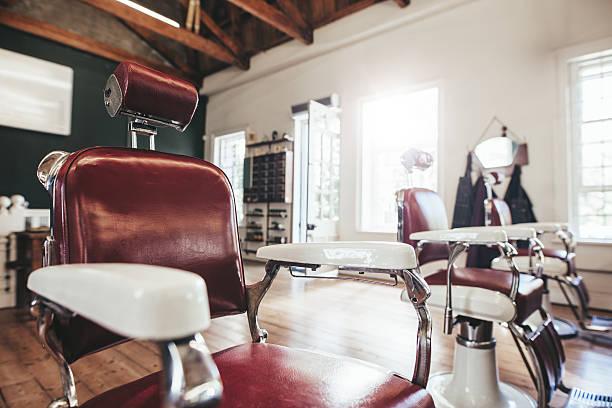 intérieur de salon de coiffure - barbier coiffeur photos et images de collection