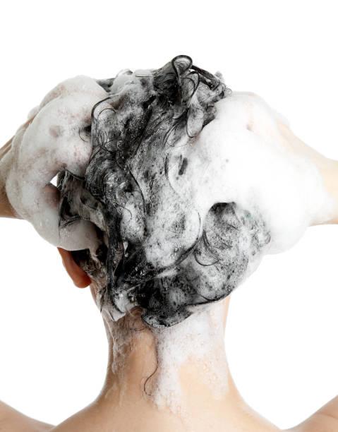 trattamento per capelli - lavarsi i capelli foto e immagini stock