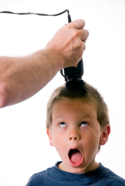 haarschnitt - glatze schneiden stock-fotos und bilder