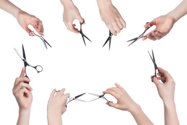 美髮師手持剪刀在白色背景下被隔離 - 較剪 個照片及圖片檔