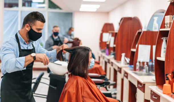 hairdressers cutting hair, during covid-19 - covid hair imagens e fotografias de stock