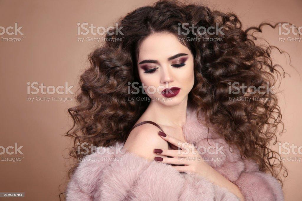Fotografia De Peinado Pelo Rizado Belleza Maquillaje Chica Morena De
