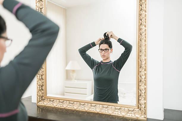 hairstyle for home - nachttischleuchte touch stock-fotos und bilder