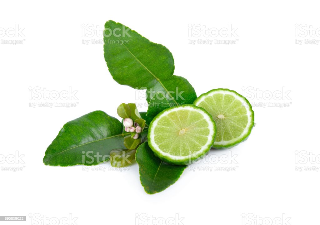 la moitié coupée fraîche bergamote avec feuilles sur fond blanc - Photo