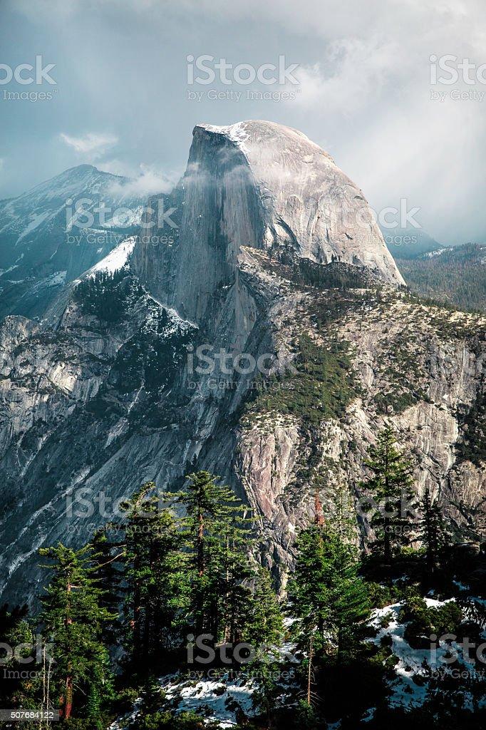 Half Dome en Parque Nacional de Yosemite - foto de stock