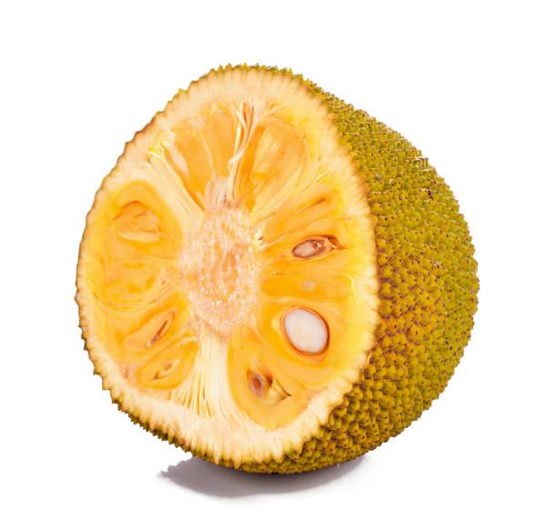 halbe jackfrüchte auf weißem hintergrund - jackfrucht stock-fotos und bilder