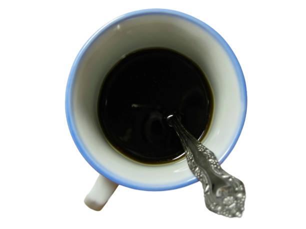 Izole içinde çay kaşığı ile fincan siyah kahve yarısı stok fotoğrafı