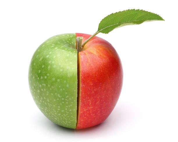 metade vermelha metade maçã verde - meio cheio - fotografias e filmes do acervo