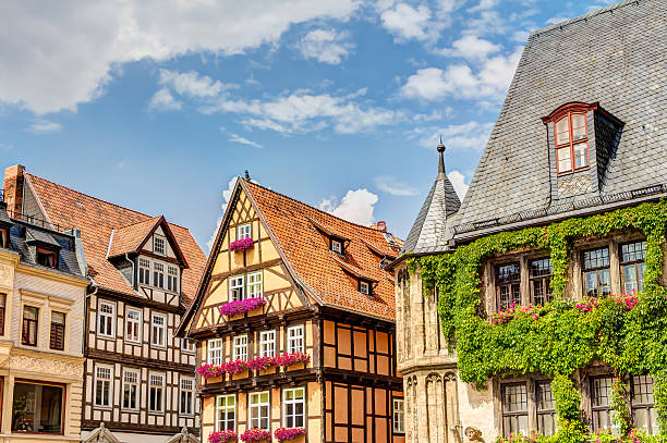 half-timbered houses in quedlinburg, germany - harz stock-fotos und bilder