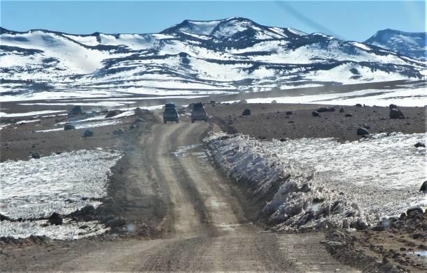 A medio camino de Uyuni desde San Pedro de Atacama. - foto de stock