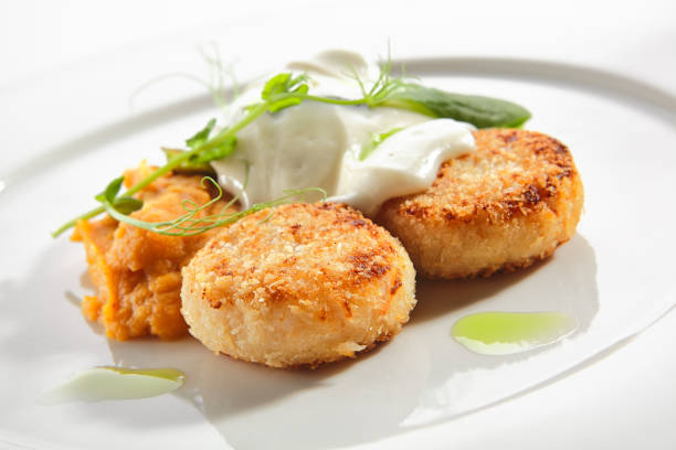 HeilbuttSchnitzel oder Fischkuchen mit Cream Cheese Isolated – Foto