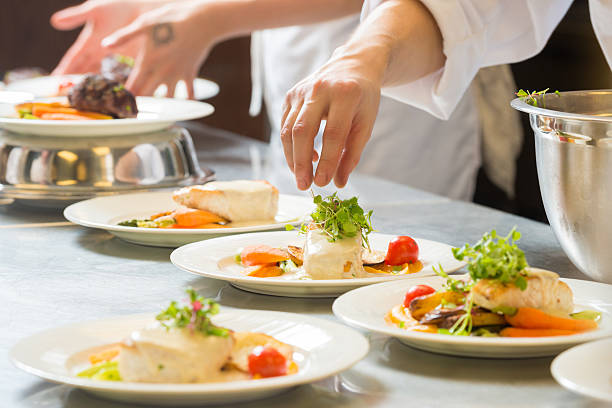 heilbutt-hauptgericht - gourmet küche stock-fotos und bilder