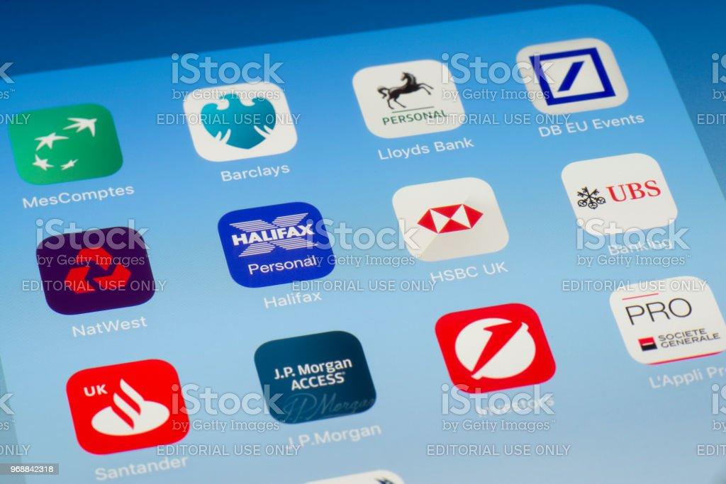 Halifax, HSBC y otras aplicaciones bancarias en pantalla del iPad - foto de stock