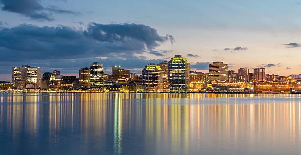 halifax skyline bei nacht, panorama, kanada - nova scotia halifax stock-fotos und bilder