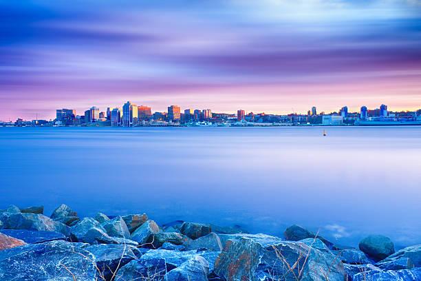 skyline von halifax schönheit - nova scotia halifax stock-fotos und bilder