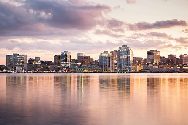 skyline von halifax, kanada - nova scotia halifax stock-fotos und bilder