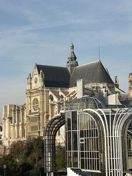 halles forum e chiesa di sant'eustachio a parigi - saint eustache church foto e immagini stock