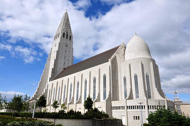 Iglesia de hallgrímur en Reykjavik Islandia - foto de stock