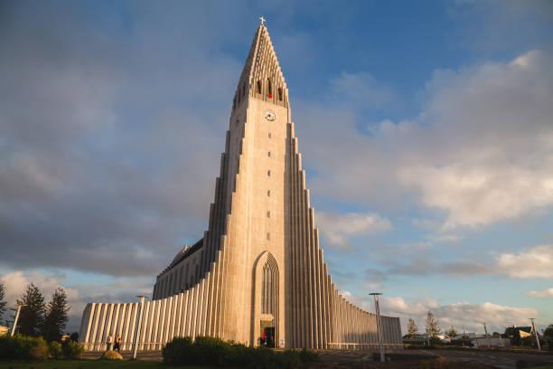 Hallgrimskirkja. Reykjavik, Iceland. Evening golden light is cast on Hallgrimskirkja church in the capital city of Reykjavik, Iceland Hallgrímskirkja church stock pictures, royalty-free photos & images