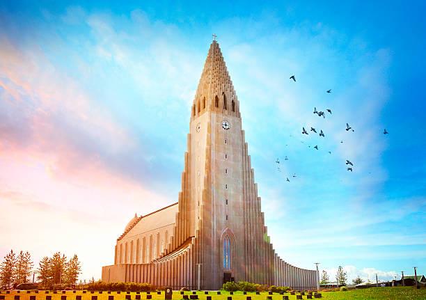Hallgrímskirkja church in Reykjavík Hallgrímskirkja church in Reykjavík, Iceland Hallgrímskirkja church stock pictures, royalty-free photos & images