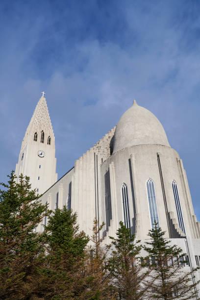 """Hallgrímskirkja in Reykjavik The Hallgrímskirkja """"u2013 the Church of Hallgrímur, a Evangelic-Lutheran Church. Reykjavik. Iceland. Hallgrímskirkja church stock pictures, royalty-free photos & images"""