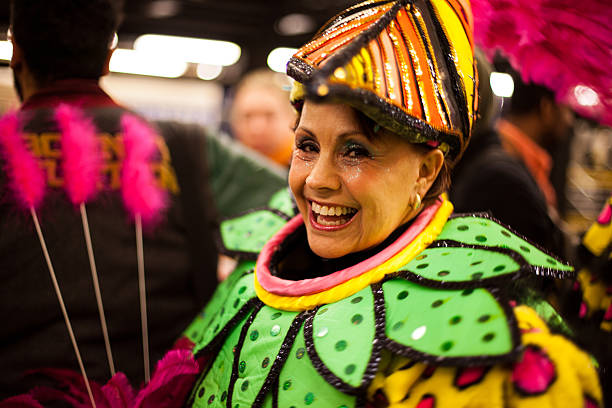 halloween 2014 nyc-blumen feder lady kostümspiel - festzugskleidung stock-fotos und bilder