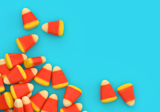halloween süßigkeiten mais ecke grenze über blau - halloween party lebensmittel stock-fotos und bilder