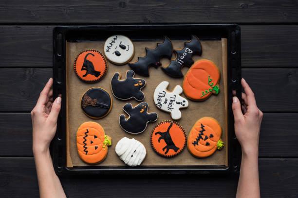 halloween-cookies - halloween party lebensmittel stock-fotos und bilder