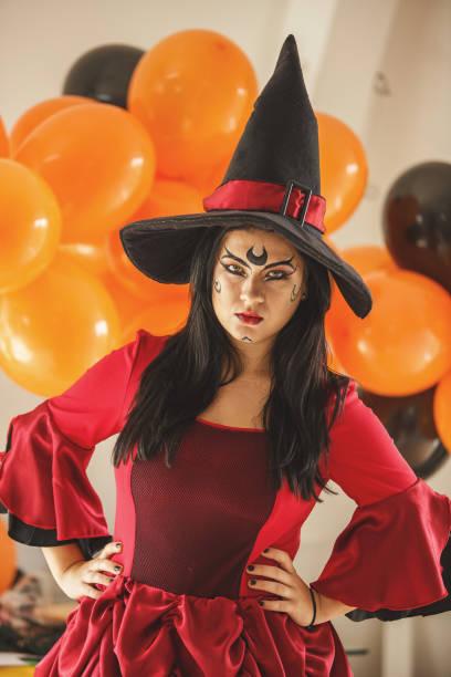 halloween-kostüm-party - coole halloween kostüme stock-fotos und bilder