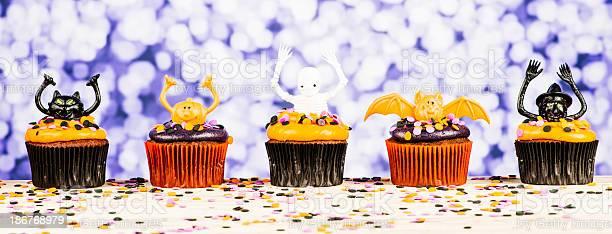 Halloween cupcake characters picture id186768979?b=1&k=6&m=186768979&s=612x612&h=uhl9pekycxjwo3ldg1yvmvebxfbhjdhnhixueiqdkhq=