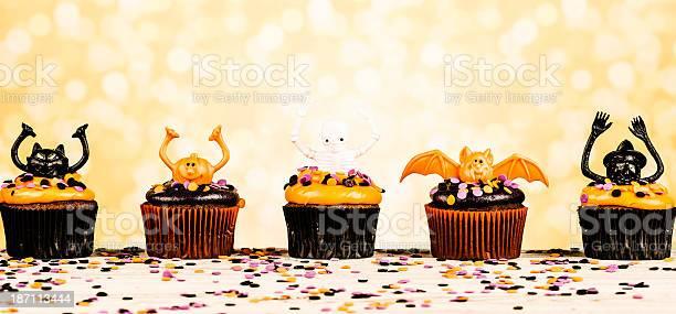Halloween cupcake characters picture id187113444?b=1&k=6&m=187113444&s=612x612&h=ii8tctyzkem45nt06jioujqhwry2 kcatrxfik4mlkq=