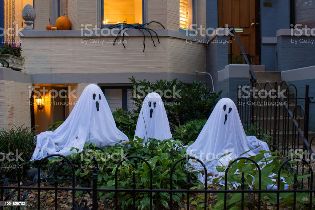 Halloweendekoration Mit Drei Geister In Einem Garten Fur Halloween Feiern In Georgetown Gemacht Washington Virginia Stockfoto Und Mehr Bilder Von Abstrakt Istock