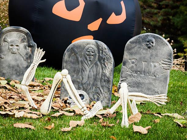 halloween-dekoration - halloween grabsteine stock-fotos und bilder