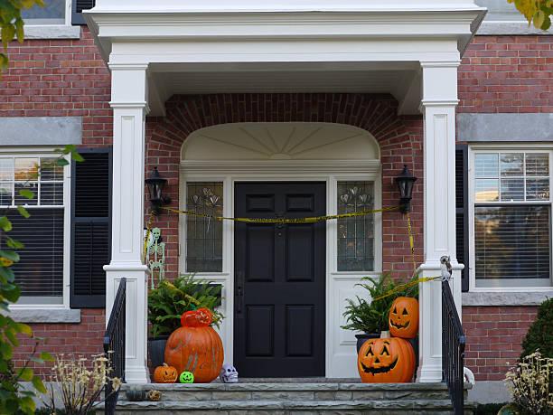 halloween-dekoration - türdeko stock-fotos und bilder